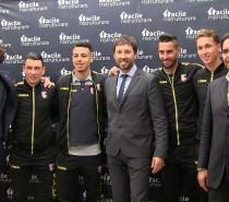 Giocatori e tifosi del Palermo allo Store Facile ristrutturare