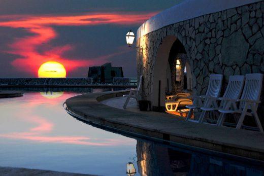 piscina-villaggio-punta-spalmatore-ustica-tramonto