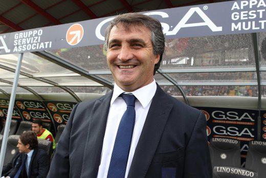 L'allenatore del Genoa Luigi de Canio oggi domenica 30 Settembre 2012 allo Stadio Friuli di Udine. ANSA/STEFANO LANCIA